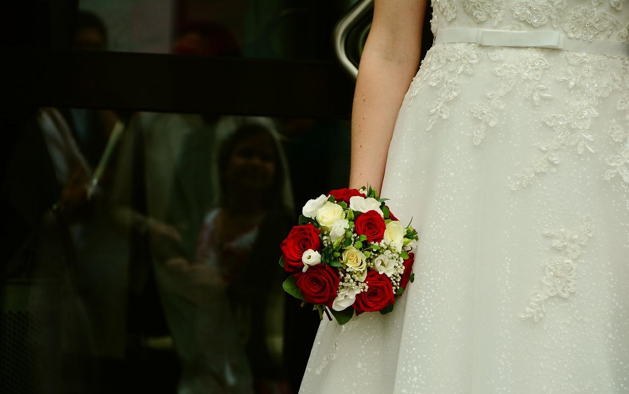 Pracownia sukien ślubnych, szycie sukien Opoczno. Suknie ślubne na indywidualne zamówienie